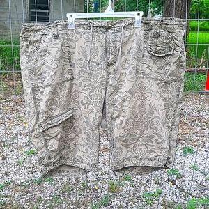 Venezia green floral cargo shorts